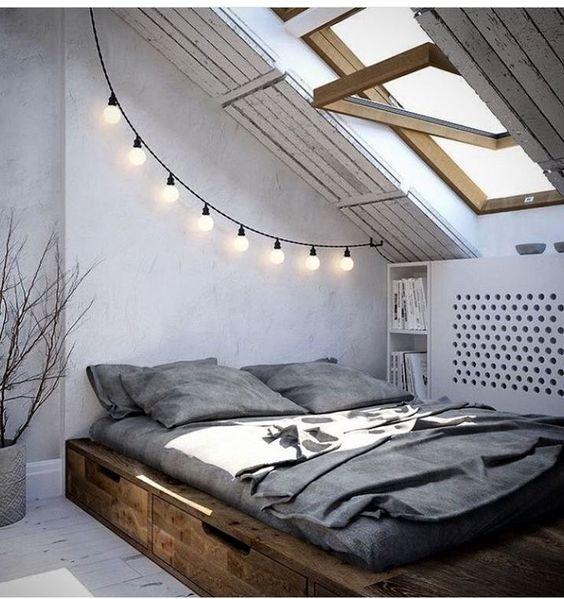 Luces sobre cabecero de la cama