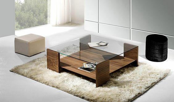 Mesa de centro en madera y cristal con dos taburetes