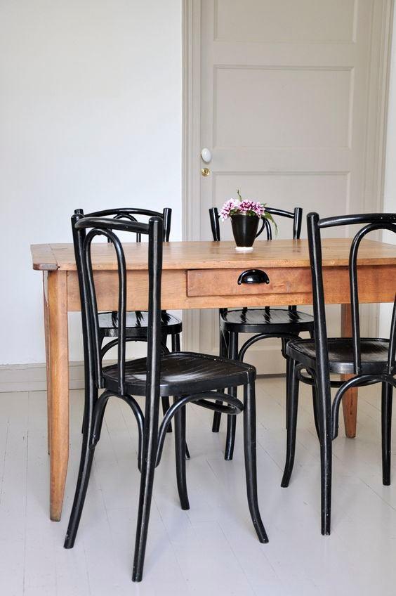 Modelo de silla de comedor thonet en negro