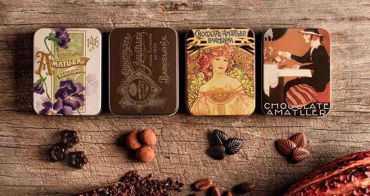 Caja para chocolates con un diseño de Alphonse Mucha