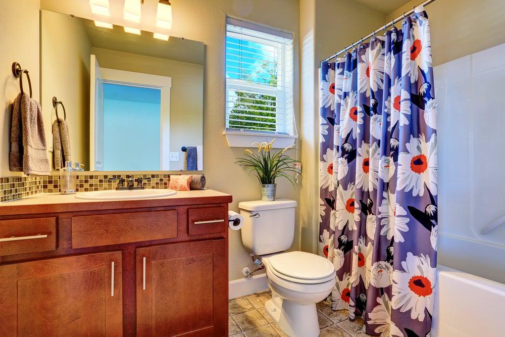 Cortina para ducha con estampado floral