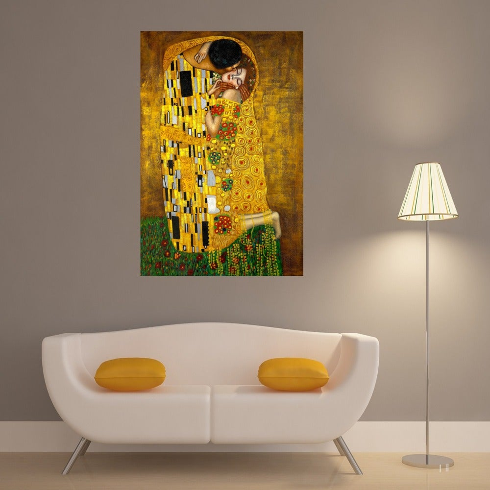 Decoración con una lámina con El Beso, de Gustav Klimt