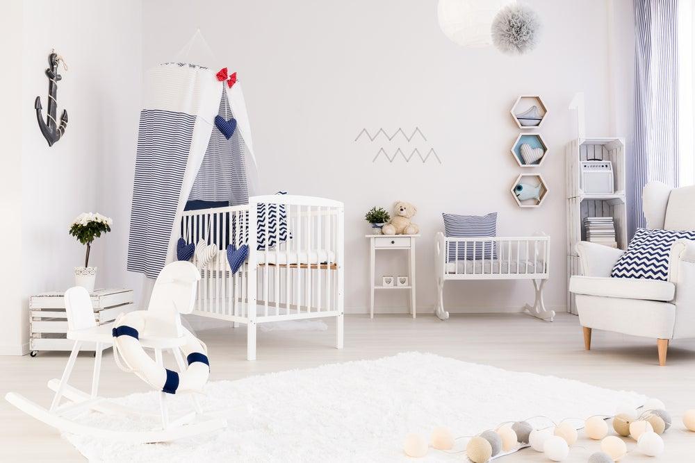 Habitación infantil decorada al estilo marinero