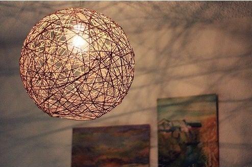 Lámpara hecha con hilo