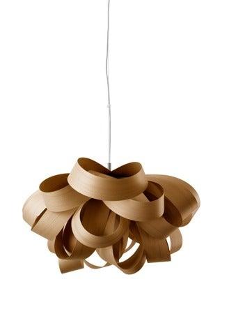 Lámpara de madera para decorar el recibidor.