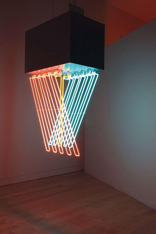 Lámpara con luces de neón en diferentes colores