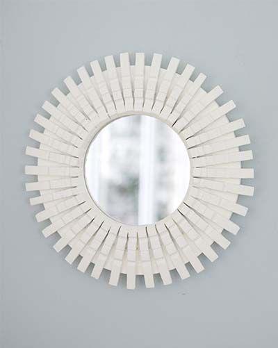 Marco para espejo con pinzas pintadas en blanco