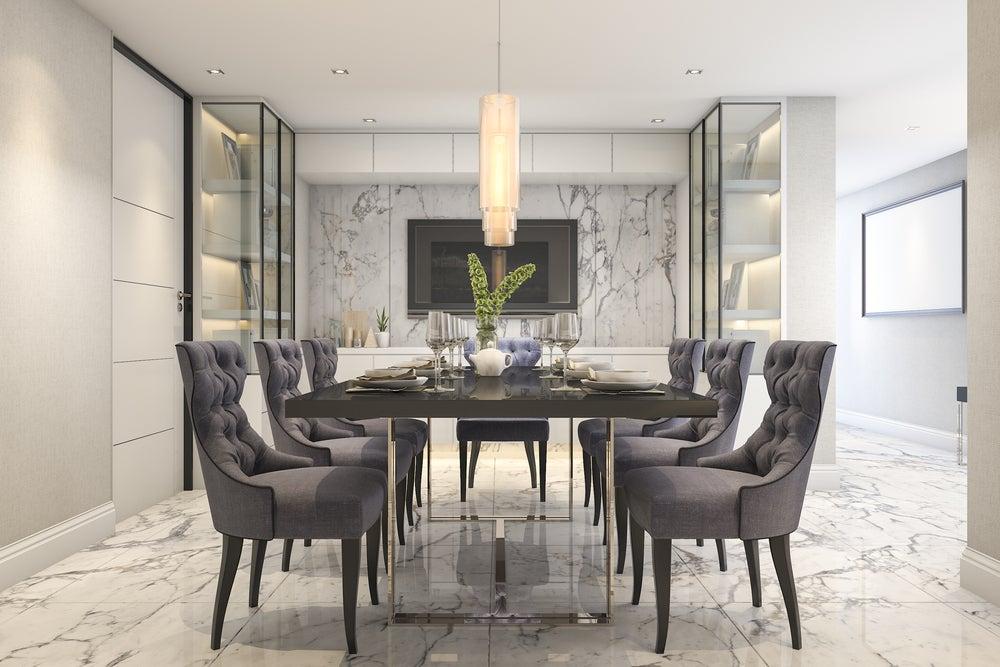 C mo decorar la mesa del comedor trucos y consejos for Mesa de comedor elegante lamentable