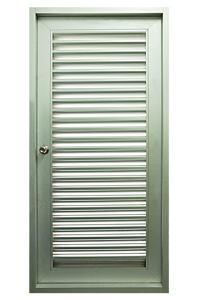 Puerta con ventilación en metal