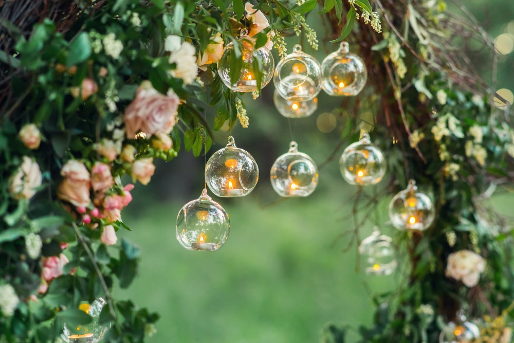 Velas en botellas de cristal redondas