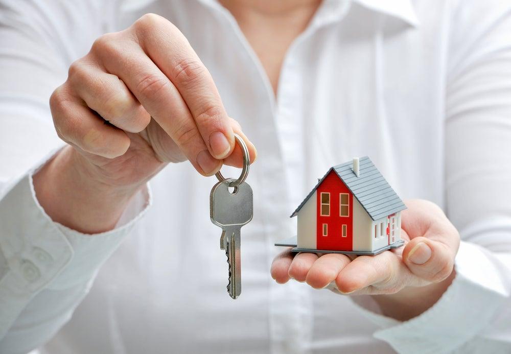 Alquilar o comprar una casa en pareja.