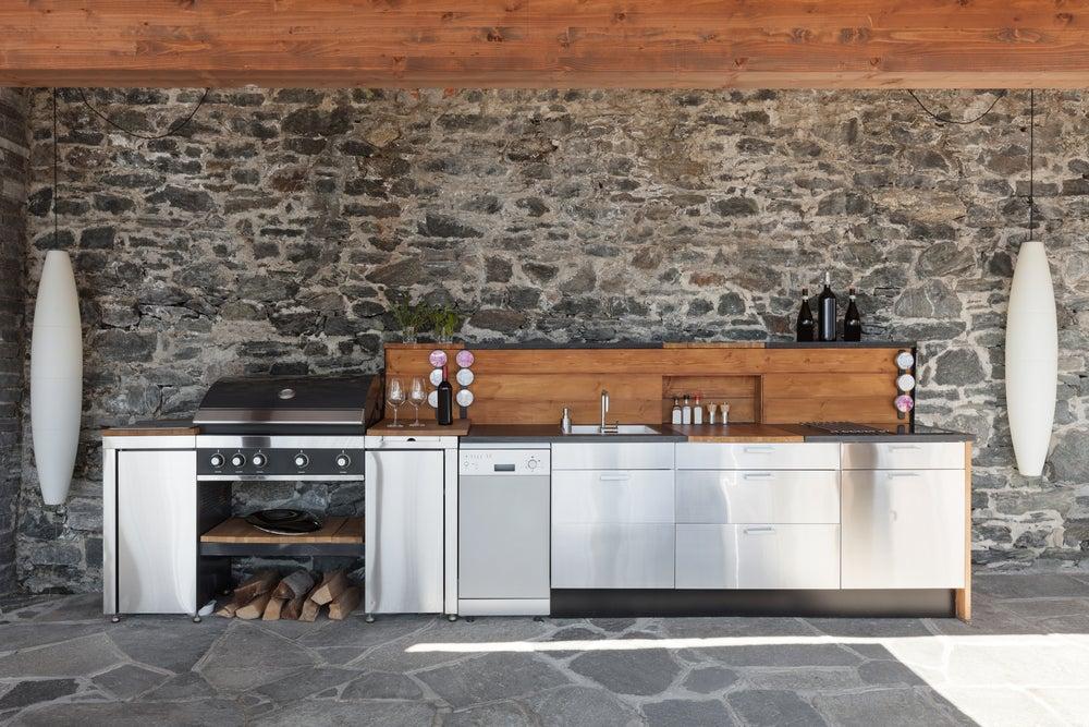 Barbacoa de leña para tu jardín con cocina equipada.