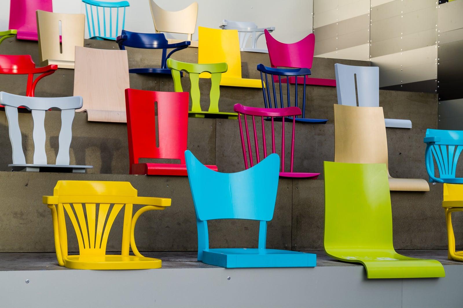 5 ideas para decorar con sillas