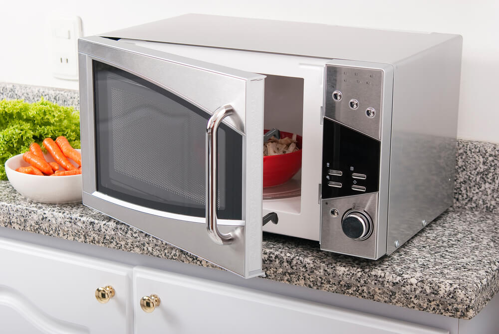 Microondas gris para cocina.