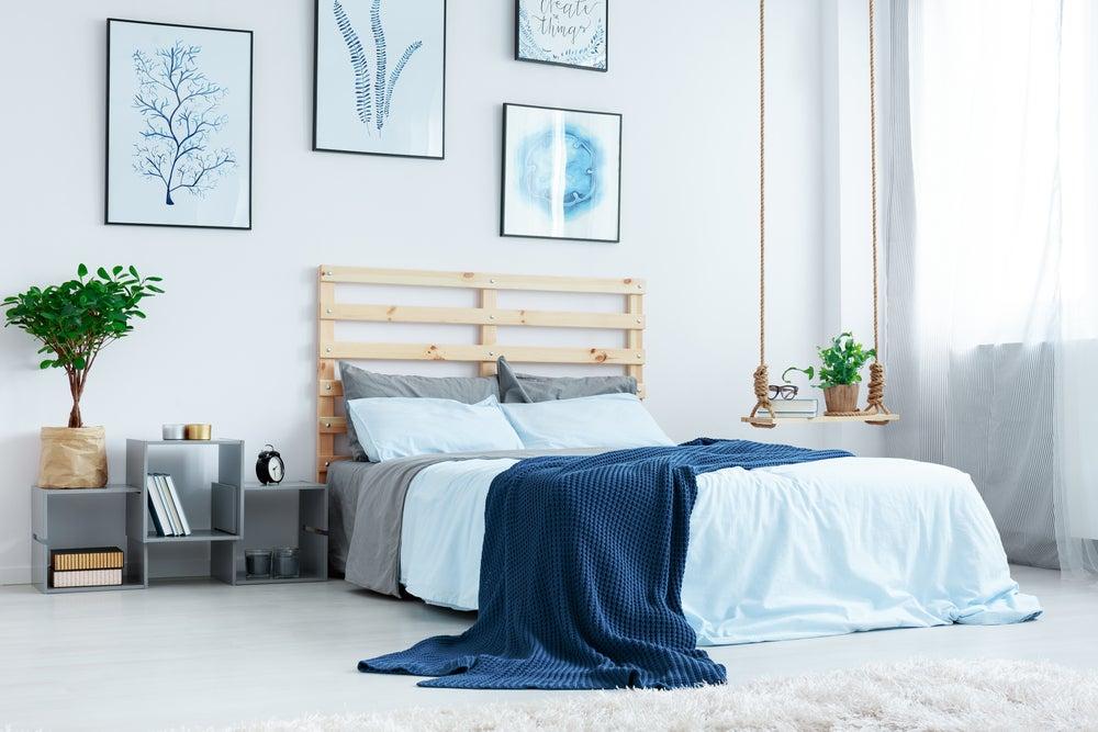 Ropa de cama azul índigo.