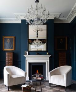 Ejemplo de salón con estilo clásico moderno