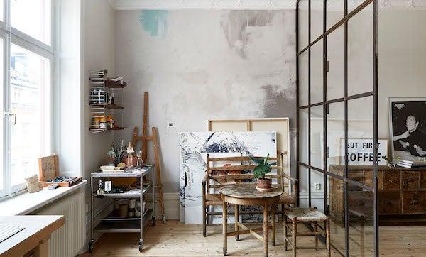 Zona de trabajo para un artista en un loft