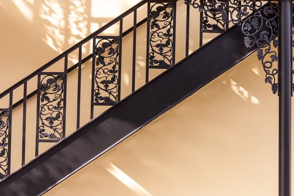 Barandilla de forja en negro para escalera.
