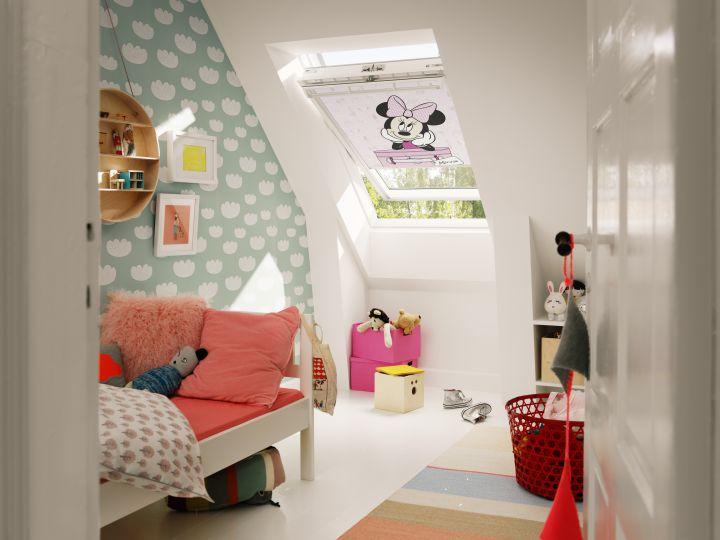 Habitación infantil en una buhardilla