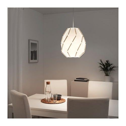 Lámpara Sjöpenna de IKEA.