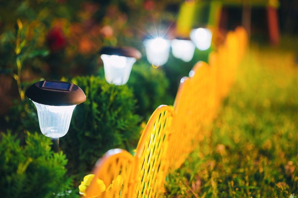 Lámparas de luz solar para tu jardín.
