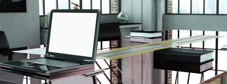 Escritorios de cristal para ganar espacio de forma elegante