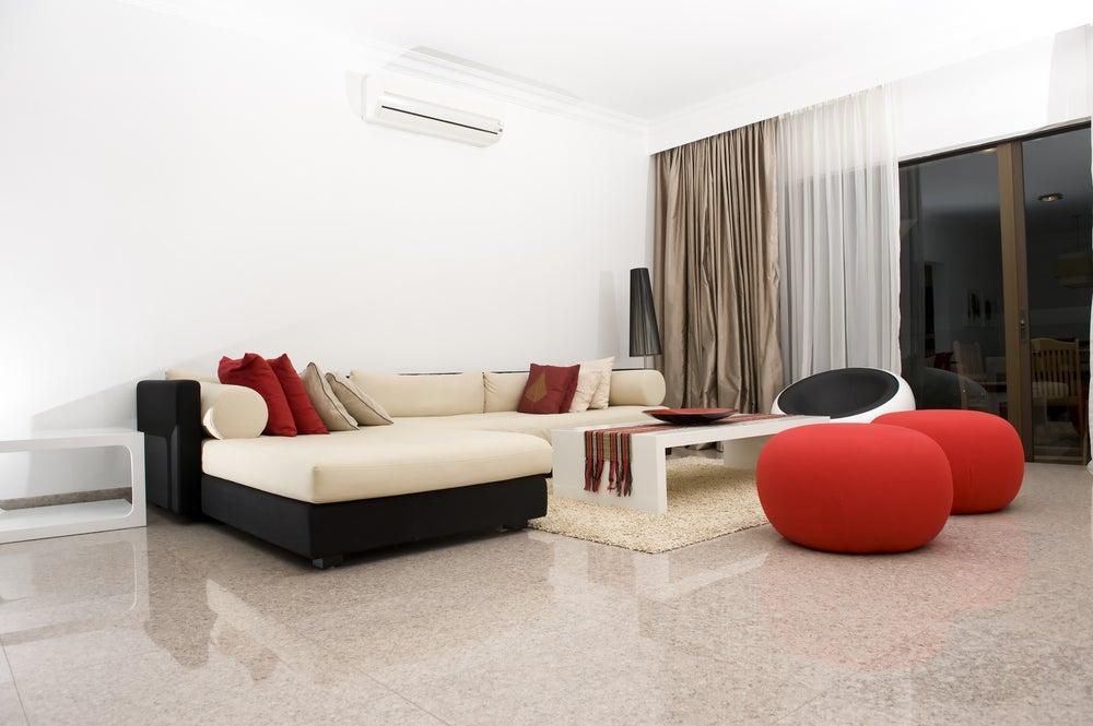 Salón con colores cálidos.