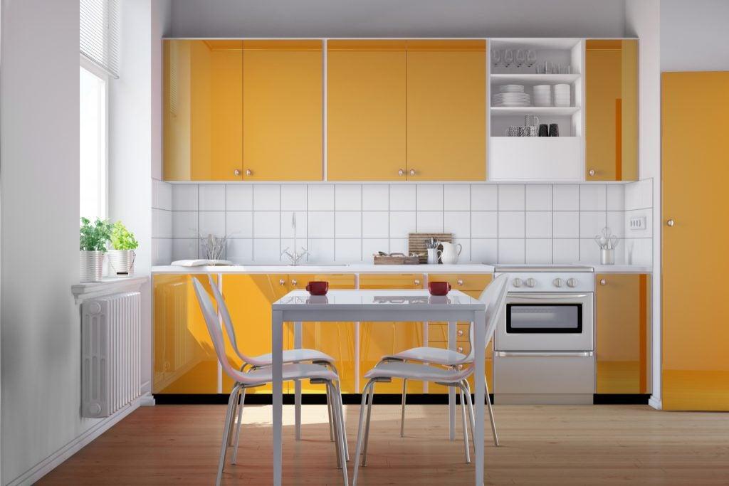 Decorar cocinas peque as trucos para ganar espacio - Como distribuir una cocina pequena ...