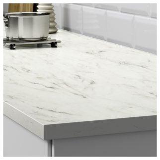 Encimera blanca efecto mármol:EKBACKEN para tu cocina.