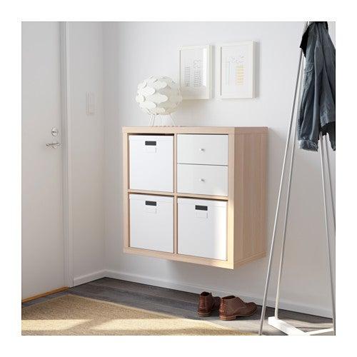 Estantería KALLAX modular: en este caso colocada en el recibidor a modo de consola.