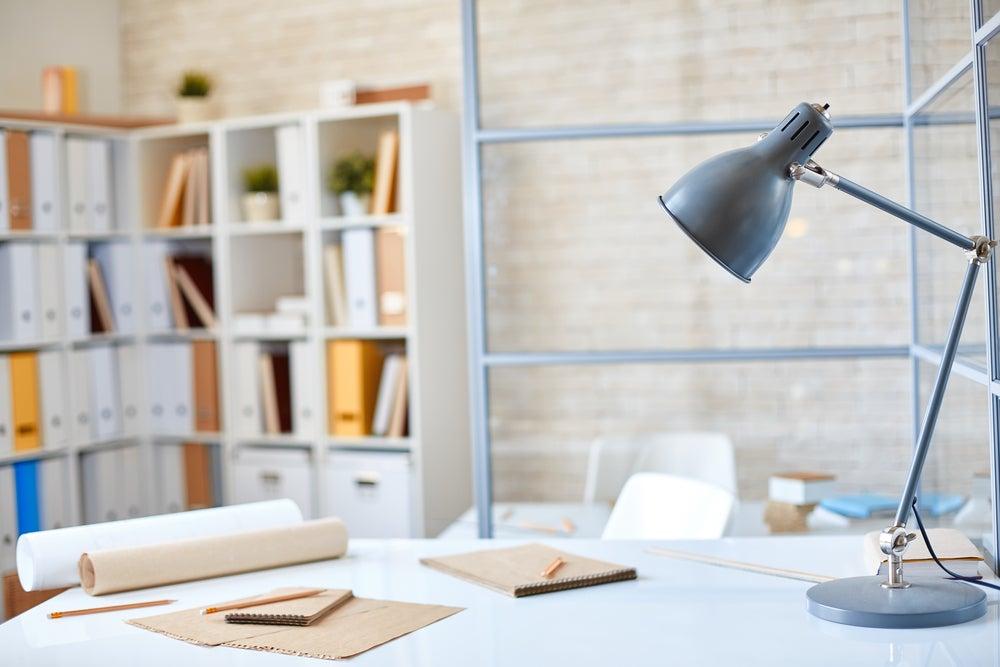 Flexo metalizado para un escritorio.