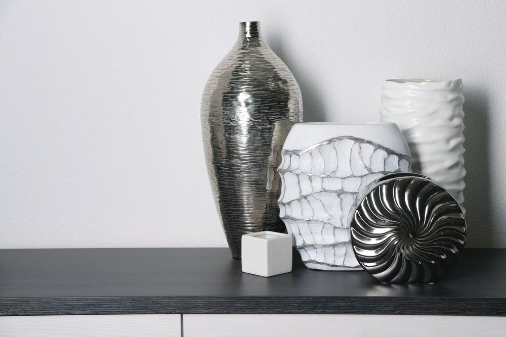 Jarrones de cerámica de diferentes modelos.