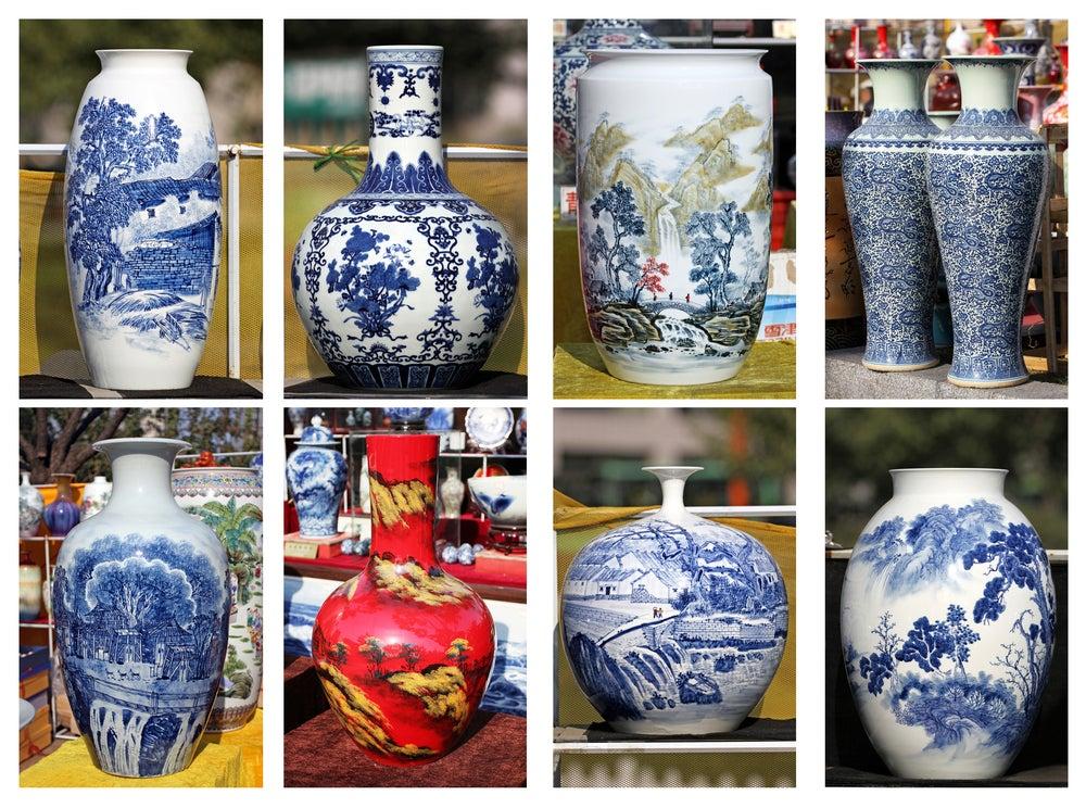 Jarrones de porcelana con dibujos pintados a mano.