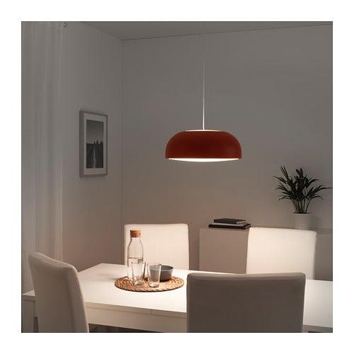 Lámpara Nymane en color rojo.
