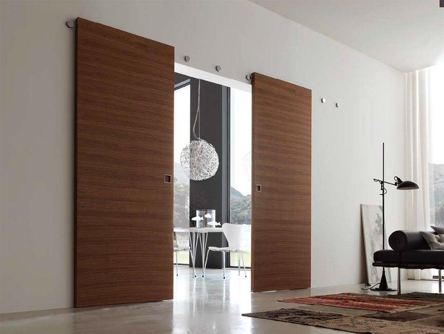 Puerta corredera de madera.