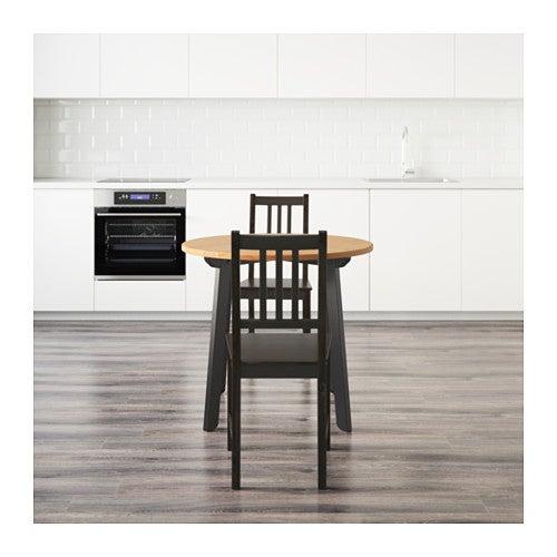 Silla STEFAN en marrón combinada con la mesa STEFAN.