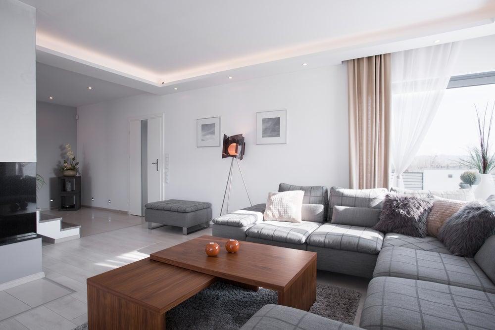 Sofá de tela fácil de limpiar.