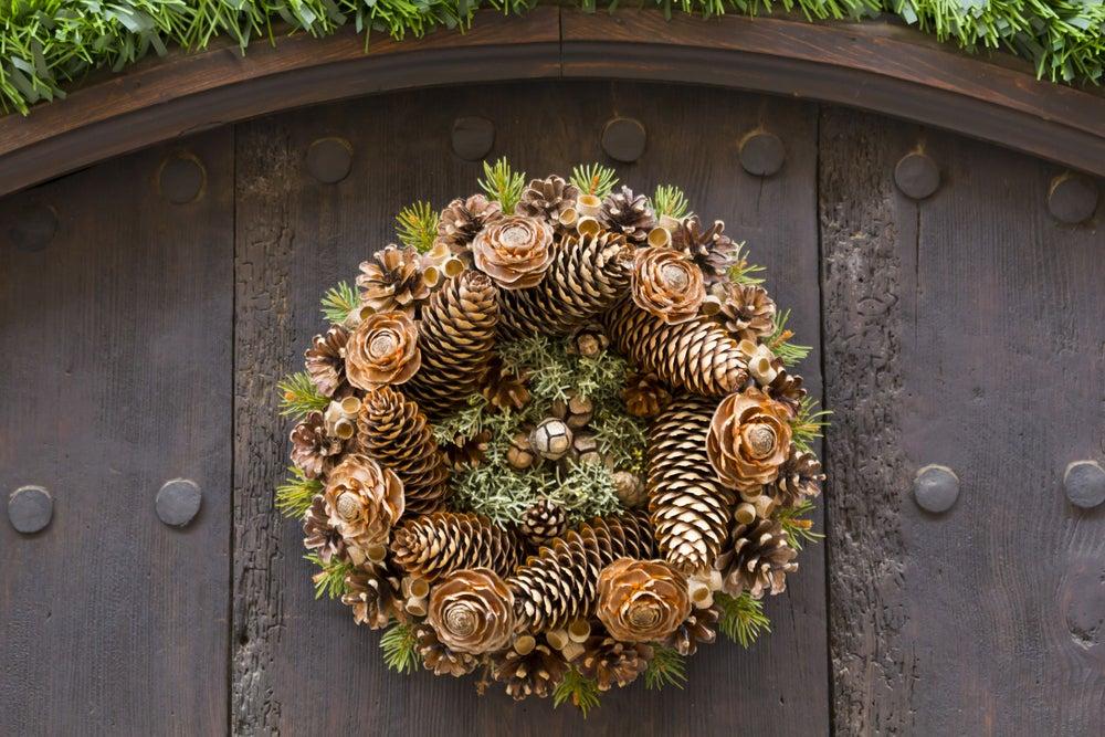 Corona para decorar la puerta.