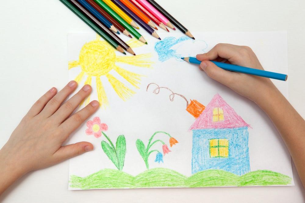 Enmarcar los dibujos de los niños.