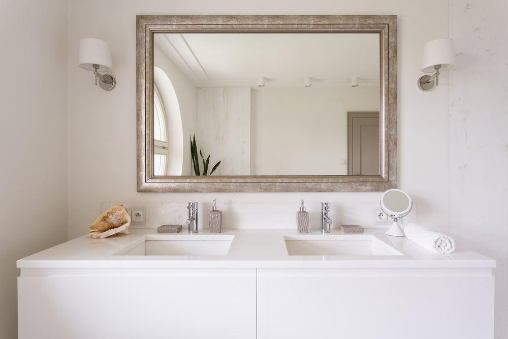 Espejos para multiplicar el espacio y dar luminosidad.