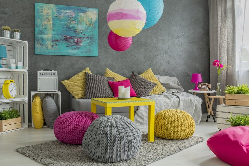 Mobiliario de colores.