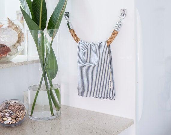 Towel rail made of rope
