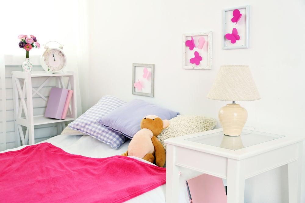 Dormitorio con colores claros.