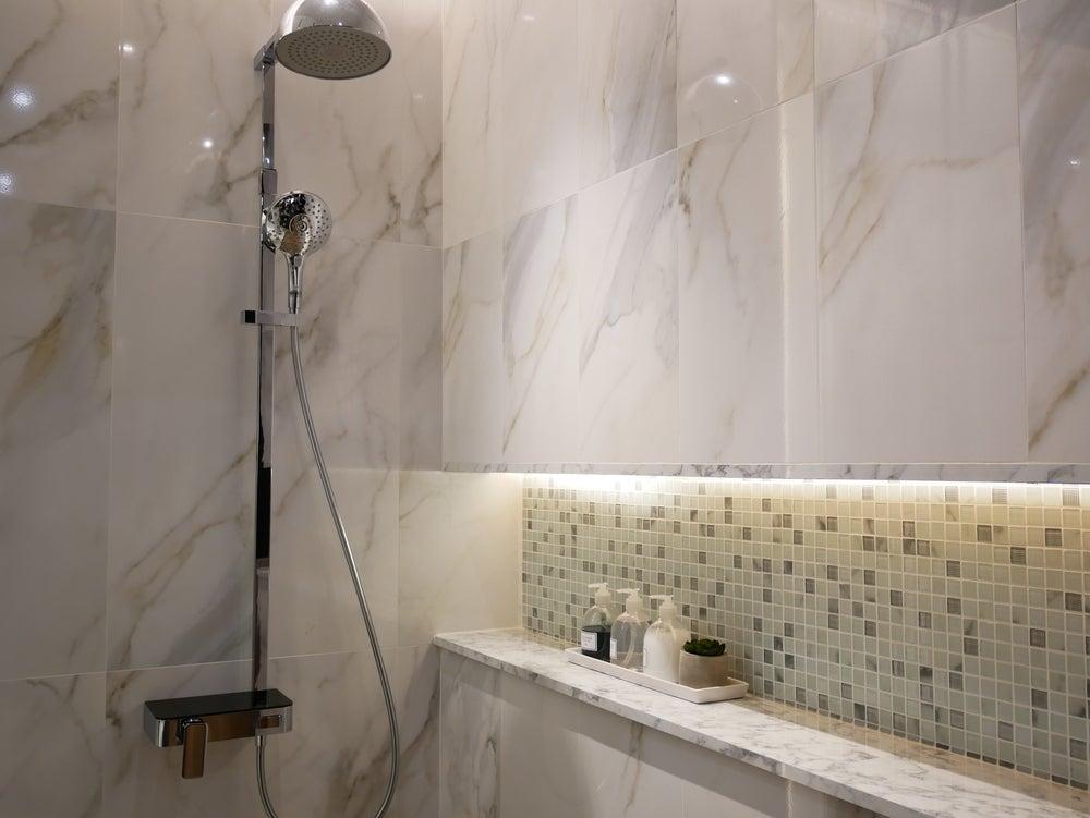 Estantería de obra para la ducha.