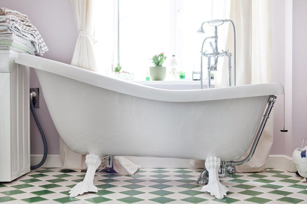 Baños con bañeras antiguas.