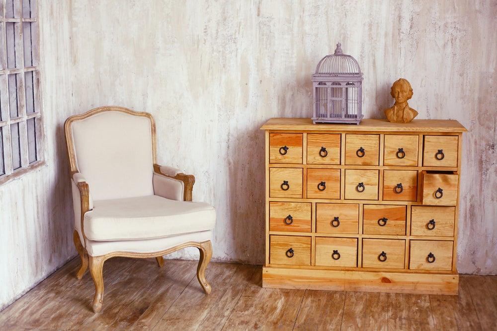 Mueble antiguo reciclado y barnizado.