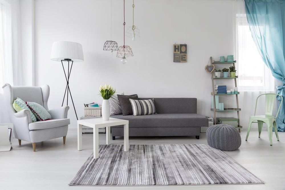 3 salones en tonos grises que te inspirarán