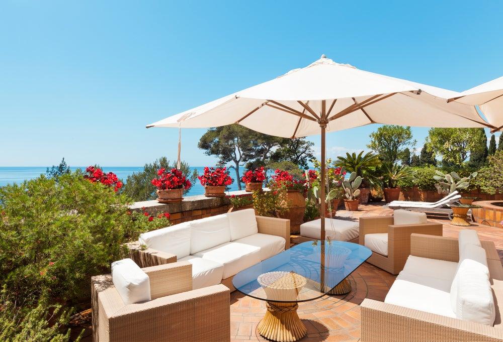 4 mejores sombrillas para la terraza