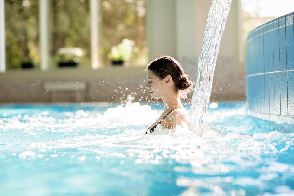 chorro de agua en piscina