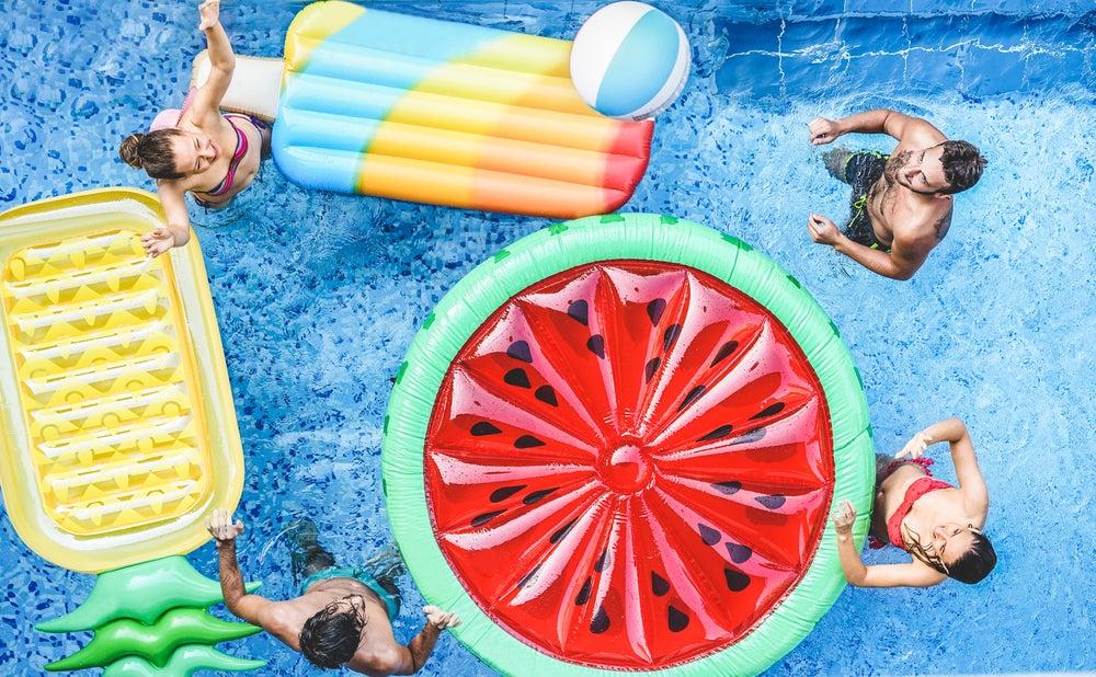 4 accesorios para piscinas que debes tener